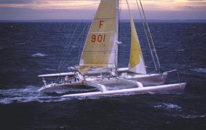 Trimaran Poulain skippé par Olivier de Kersauson